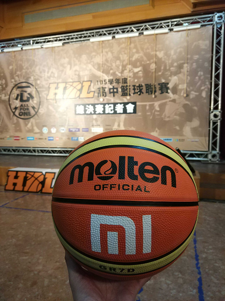 小米力挺全民籃球運動,捐贈千顆籃球鼓勵球員逐夢,為選手們加油.jpg
