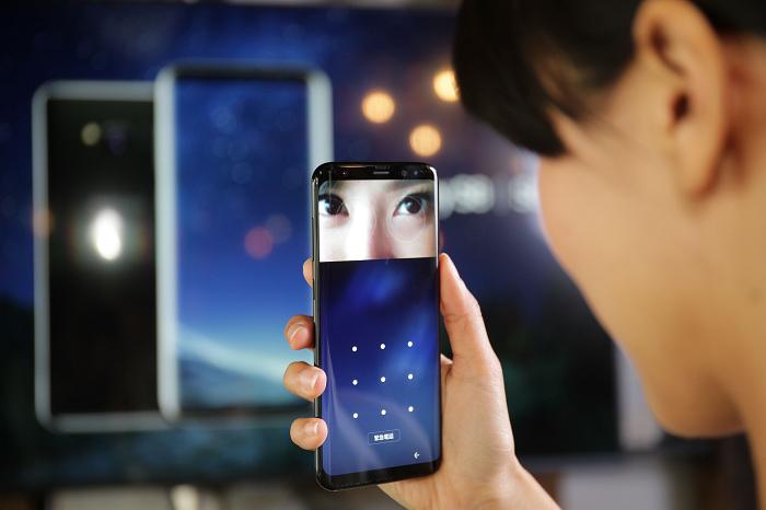 nEO_IMG_Galaxy S8 及Galaxy S8+配備虹膜辨識打造智慧型手機的最高安全防護.jpg