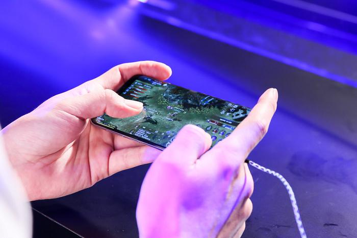 nEO_IMG_13.《天堂2:革命》指定三星Galaxy S8為聯賽專用手機。.jpg