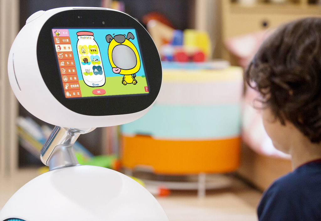 Zenbo商城上架全球第一套英文學習動畫卡「PadKaKa」,能夠讓家中寶貝孩子透過趣味的互動學習方式愛上英文。.jpg