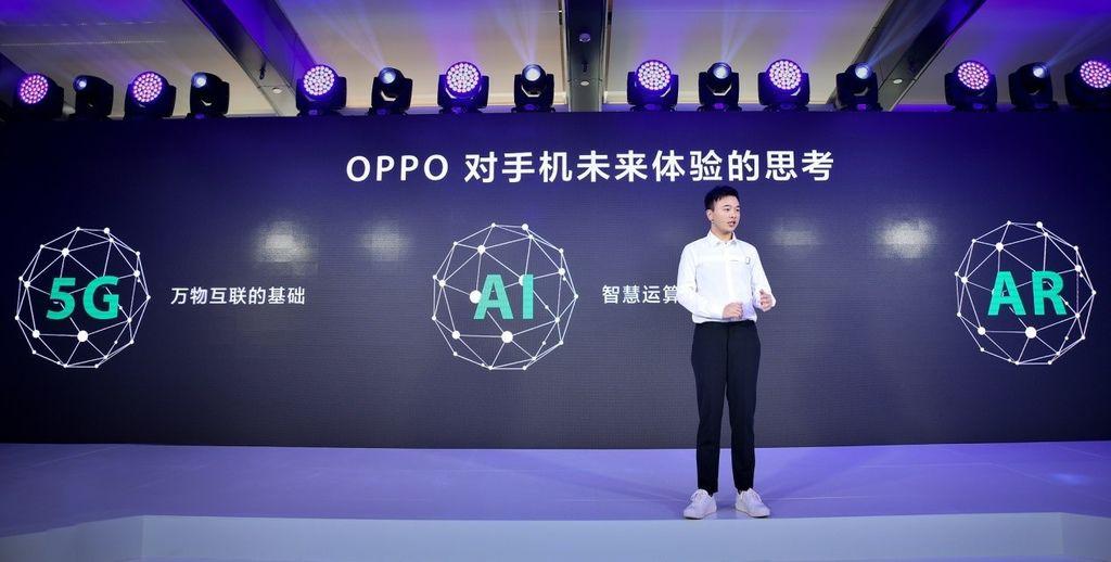 圖說:OPPO產品經理王偉在媒體溝通會上介紹R15系列新品.jpg