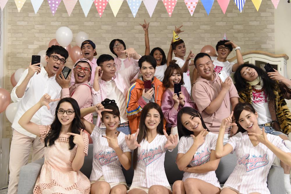 OPPO為R15特別製作主題歌—「自然美你的Tone」,並邀請蕭敬騰以及YouTuber們齊跳手勢舞,舞出屬於自己的「Tone」。.jpg
