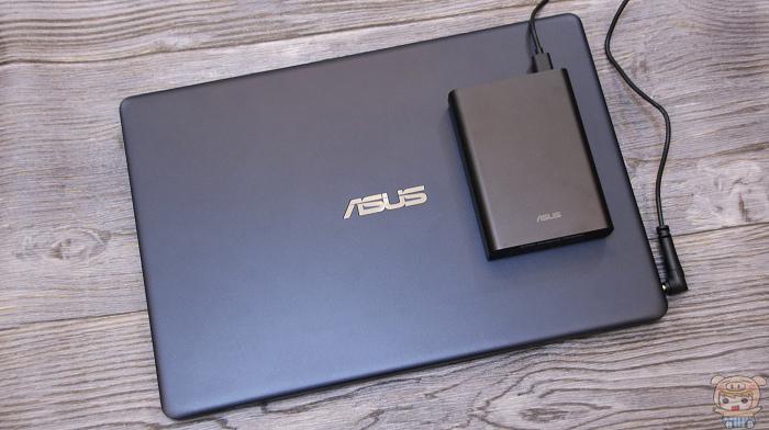 小巧超可攜、支援筆電,ASUS ZenPower Pro (PD) 開箱評測 - 12