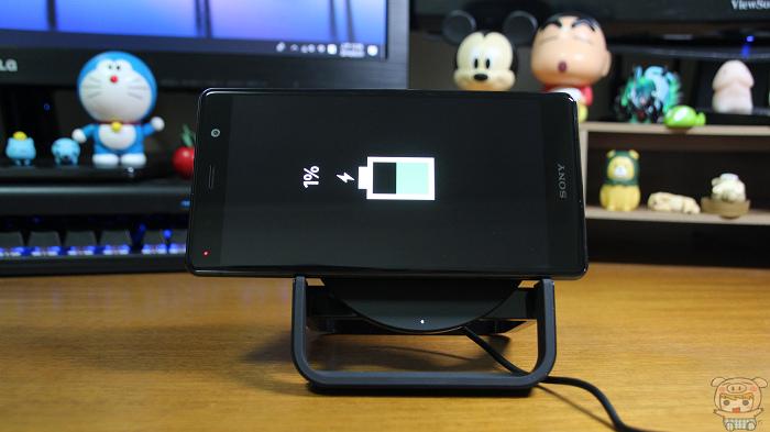 讓你邊追劇邊充電!Belkin Boost Up Stand 無線充電桌架開箱  - 24