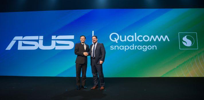 華碩共同執行長許先越(左)與高通總裁Cristiano Amon(右)合影,許先越表示很榮幸成為第一家在巴西推出Snapdragon SiP 1的合作廠商。.jpg
