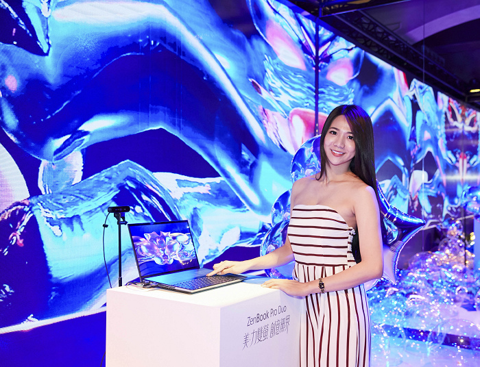 nEO_IMG_「ZenBook Pro Duo—映照美力互動藝術展」,讓觀展者可即時發揮無限創造力,決定眼前世界的模樣。.jpg