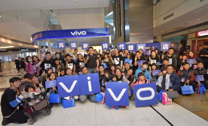 nEO_IMG_vivo找來百位vivo金牌頭號粉絲助陣,現場頒發獎狀與專屬粉絲禮.jpg