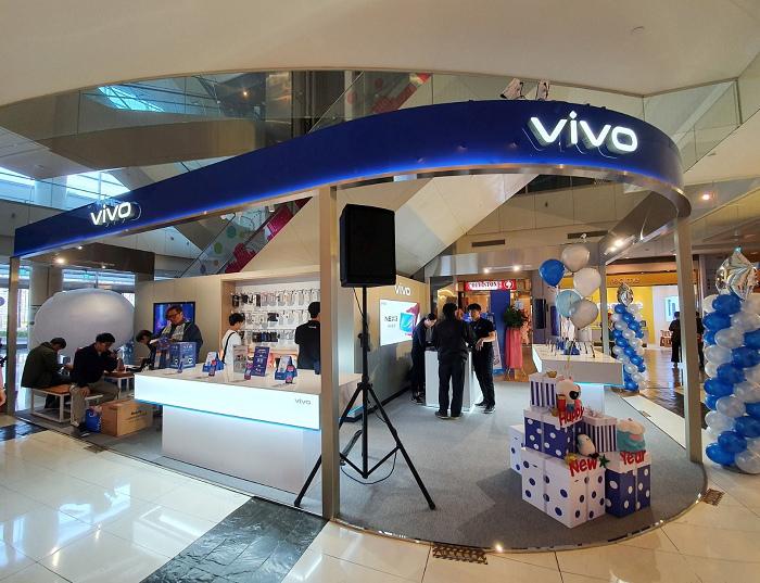 nEO_IMG_vivo今在高雄夢時代成立全台第一間體驗店.jpg