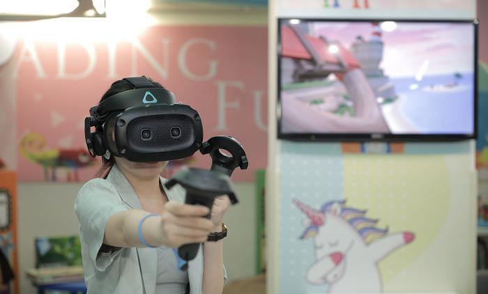 nEO_IMG_HTC新聞圖檔(HTC與台北晶華合作打造VR兒童遊戲室,推出具沉浸體驗、冒險探索、以及體能強化等六款VR體驗內容).jpg