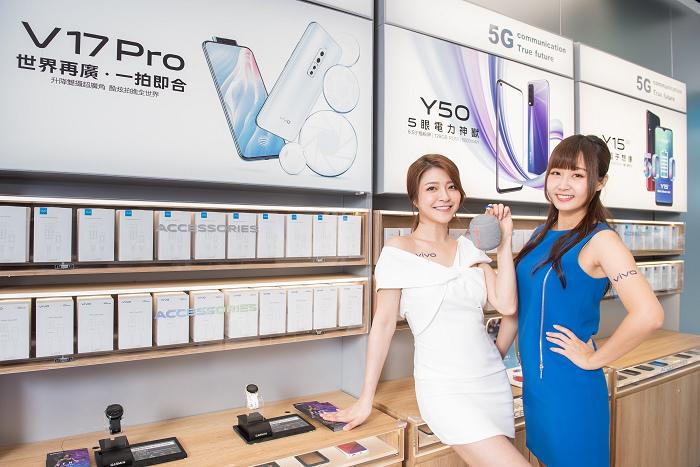 nEO_IMG_【新聞照片5】vivo三創智慧體驗旗艦店,提供全系列周邊配件,帶給消費者完整的通訊體驗.jpg
