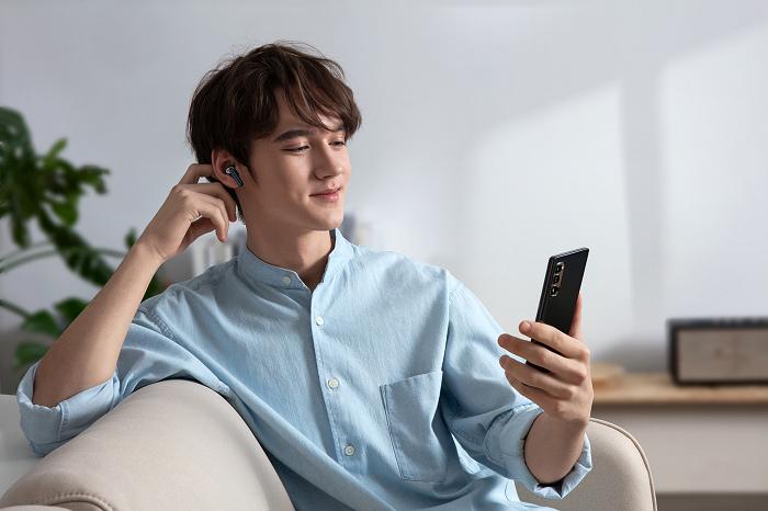 nEO_IMG_OPPO Enco W51耳機獨立續航時間最高可達4小時、搭配充電盒則可達24小時,讓你從早到晚享受好音樂。.jpg