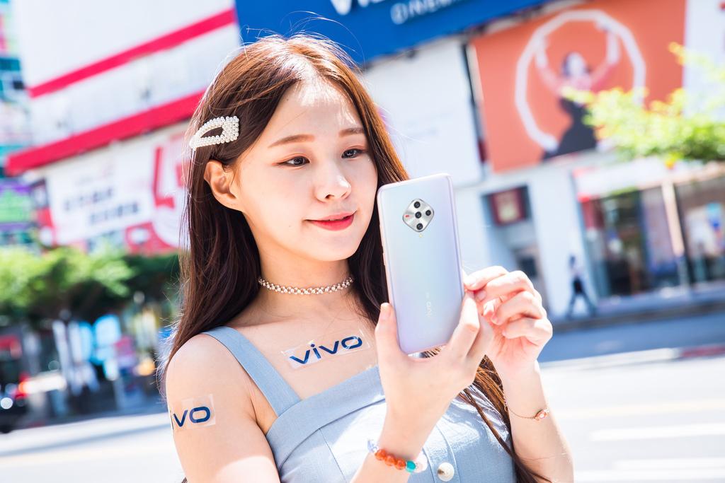 vivo將於10月1日推出平價5G美型機-vivo X50e,售價1萬4有找。.jpg