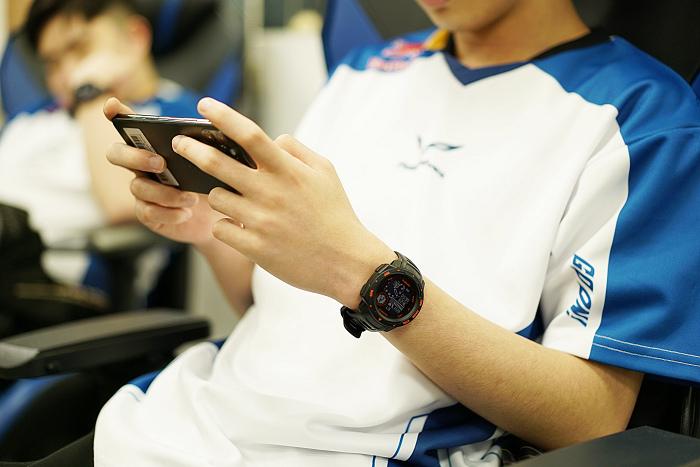 nEO_IMG_透過Garmin 「Instinct Esports 電競潮流版」全天候科學化健康數據監測,有效輔助訓練,幫助選手在電競世界中技壓群雄.jpg