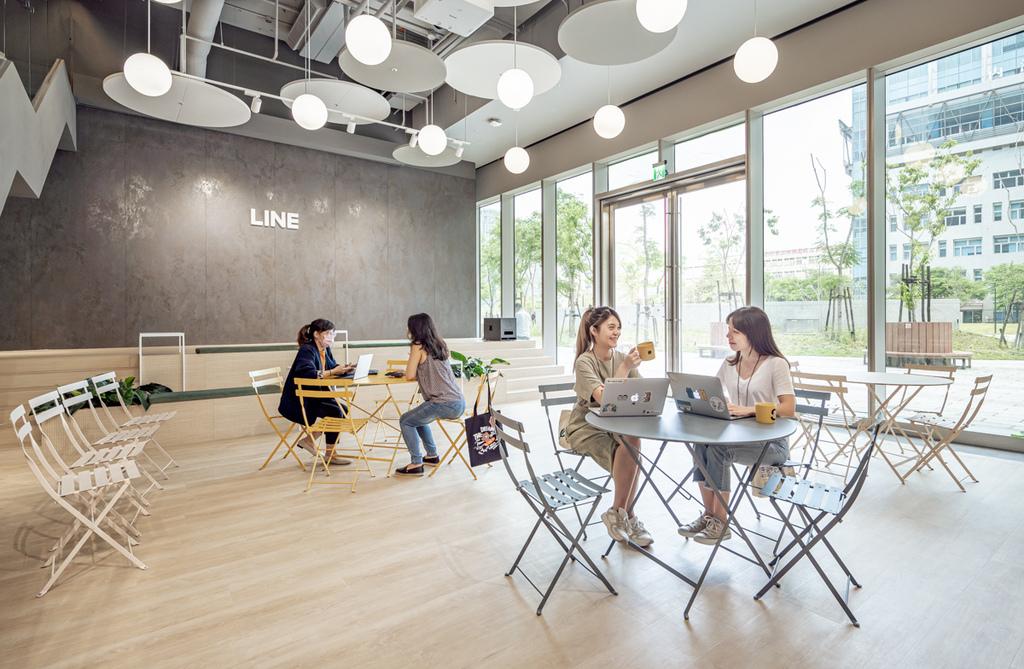 LINE 提供員工專屬的咖啡廳LINE Café,可隨時補充員工一天所需的能量-2.jpg