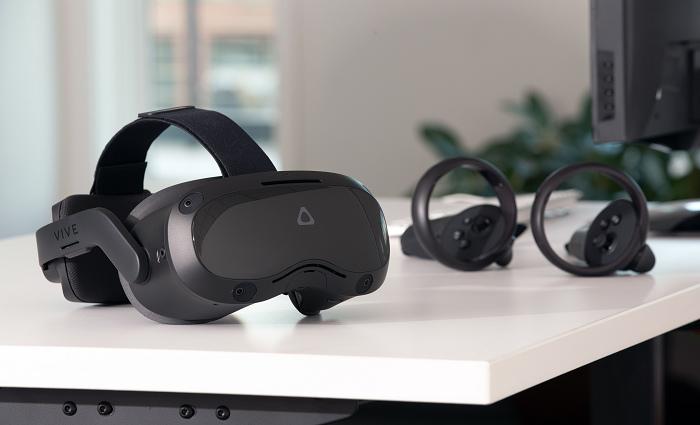nEO_IMG_VIVE Focus 3 - kit on desk.jpg