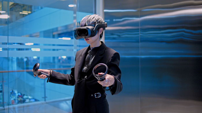 nEO_IMG_VIVE Focus 3 - in office 1.jpg