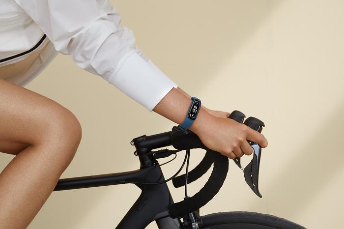 nEO_IMG_小米手環6內建高達30種運動模式,為用戶檢測運動成效,做好健康管理_1.jpg