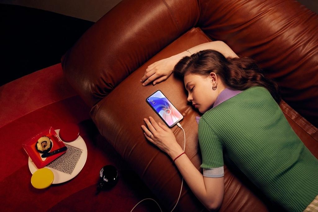 OPPO A55夜間保護充電能減緩電池老化,讓手機更持久耐用.jpg