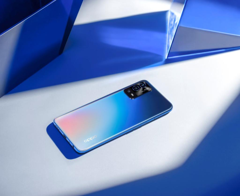 OPPO A55 「彩虹藍」,伴隨光線反射出絢麗奪目的彩虹光紋,呈現獨樹一格的顏色變化.PNG