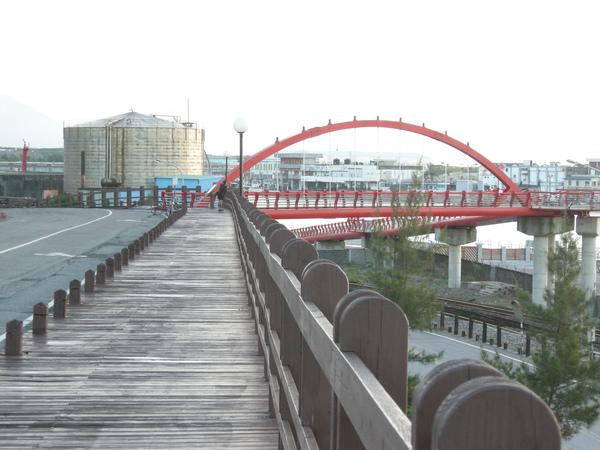 7花蓮港碼頭邊的單車道.JPG