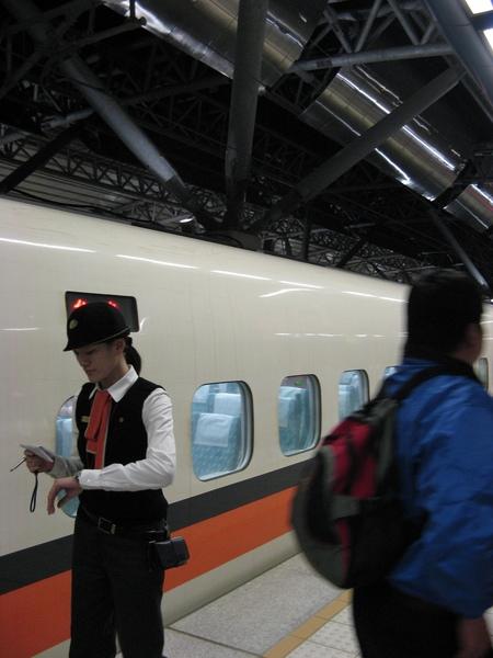 她好像是列車長