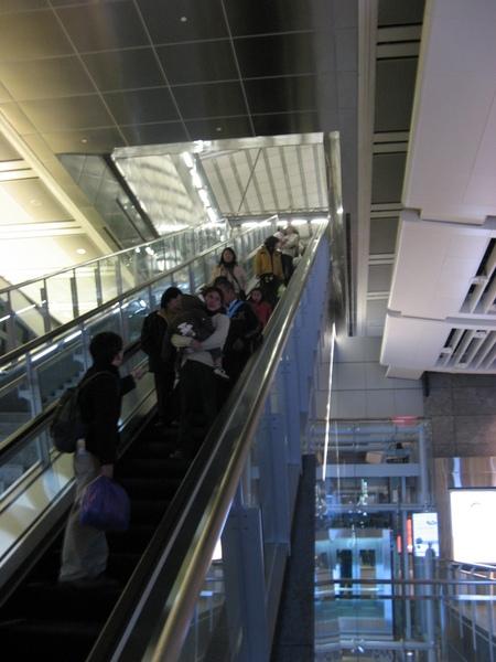 下二樓大廳層電扶梯
