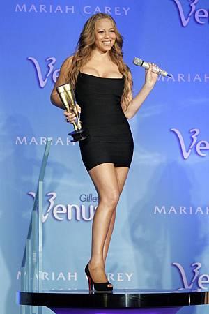 瑪麗亞凱莉榮登史上最瘋狂的明星保單冠軍