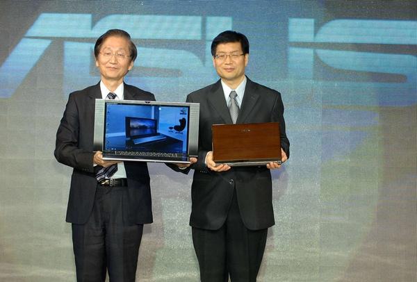 (左至右)華碩電腦董事長施崇棠與執行長沈振來,宣佈ASUS NX系列與U Bamboo系列上市.JPG