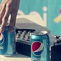 cola_infinite.mp4_000102041.jpg