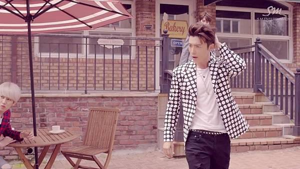 Super Junior _Magic_Music Video.mp4_000014389.jpg