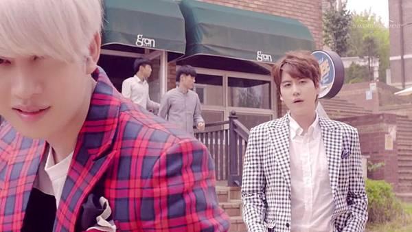 Super Junior _Magic_Music Video.mp4_000019394.jpg