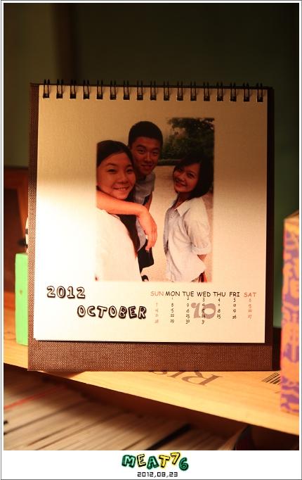 2012,08,23【手作系列 桌曆】菌菌跟賢賢的2012跨2013情侶紀念桌曆 ♥08
