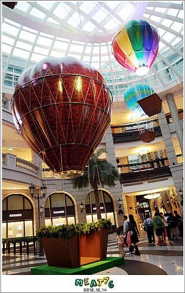 2012,12,14【聖誕節】2012聖誕樹特輯|台北信義區|貴婦百貨金碧輝煌的熱氣球幻想004