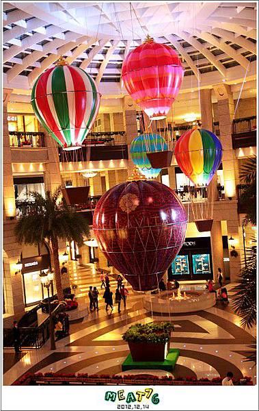 2012,12,14【聖誕節】2012聖誕樹特輯|台北信義區|貴婦百貨金碧輝煌的熱氣球幻想005