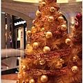 2012,12,14【聖誕節】2012聖誕樹特輯|台北信義區|貴婦百貨金碧輝煌的熱氣球幻想012