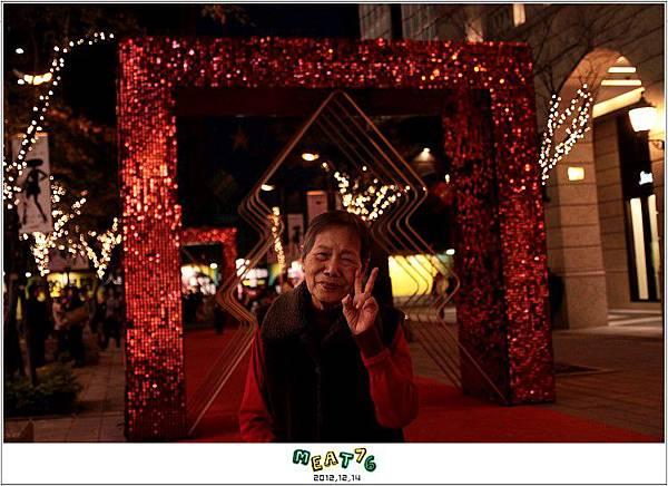 2012,12,14【聖誕節】2012聖誕樹特輯|台北信義區|貴婦百貨金碧輝煌的熱氣球幻想016