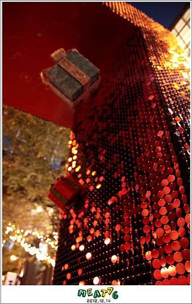 2012,12,14【聖誕節】2012聖誕樹特輯|台北信義區|貴婦百貨金碧輝煌的熱氣球幻想017