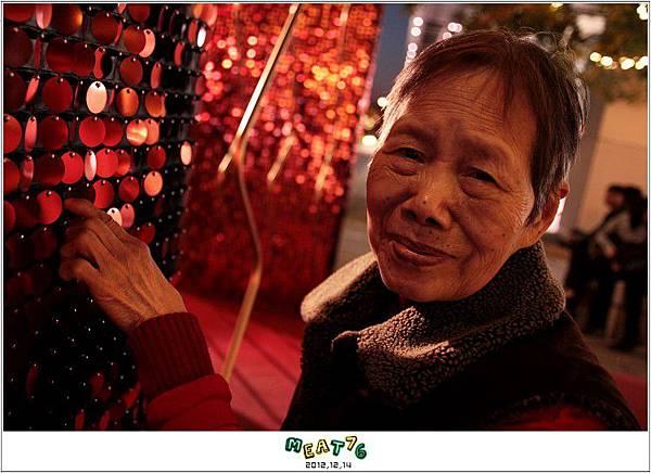 2012,12,14【聖誕節】2012聖誕樹特輯|台北信義區|貴婦百貨金碧輝煌的熱氣球幻想019