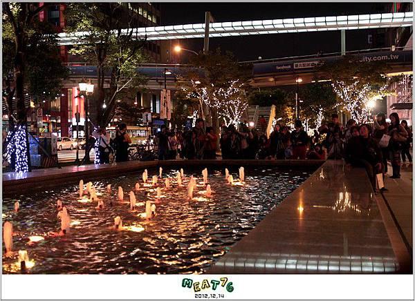 2012,12,14【聖誕節】2012聖誕樹特輯|台北信義區|貴婦百貨金碧輝煌的熱氣球幻想023