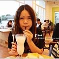 米特,味玩待敘 © MEAT76|2013【YANNICK|亞尼克菓子工房】台北內湖科學園區|蛋糕甜點咖啡廳食記|孩子夢幻城堡糖果屋下午茶020|搖滾香蕉牛奶