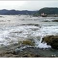 米特,味玩待敘部落格 © MEAT76|2013-07-14【旅遊紀錄】新北。萬里|龜吼漁港|海邊景觀區|台北難得的清澈海域,親近大海零距離。020.jpg