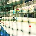 米特,味玩待敘部落格 © MEAT76|2013-02-28-4【台北‧溜冰】台北松山遊記|小巨蛋冰上樂園|熱夏及雨天最適合約會的涼爽遊樂場 (小朋友聚會)016.jpg