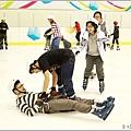 米特,味玩待敘部落格 © MEAT76|2013-02-28-4【台北‧溜冰】台北松山遊記|小巨蛋冰上樂園|熱夏及雨天最適合約會的涼爽遊樂場 (小朋友聚會)018.jpg