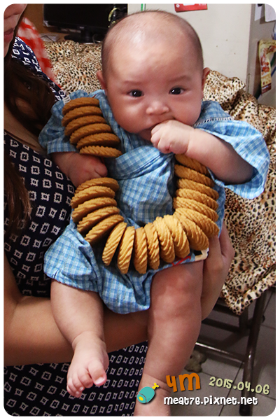 米特,味玩待敘|部落格 © MEAT76|台灣美食旅遊親子部落客|2015-04-06-1【媽寶親子】4M|羕寶四個月收涎記,口水不要來啊~001.png
