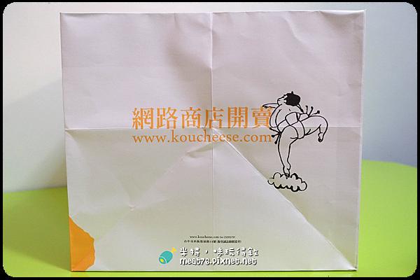 米特,味玩待敘|部落格 © MEAT76|台灣美食旅遊親子部落客|2015-05-18-7【台中西區。蛋糕下午茶/伴手禮】光之乳酪|小巧可愛的鬆綿道南半熟乳酪蛋糕,讓人想奔進店裡體驗陽光沐浴003.png