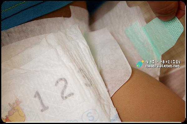 米特,味玩待敘|部落格 © MEAT76|台灣美食旅遊親子部落客|2015-07-14-2【寶寶尿布】滿意寶寶S × 白金極極緻呵護|C型尿布讓屁屁不包緊緊也不漏,陪寶寶舒適地盡情探索他們的小世界!011.png
