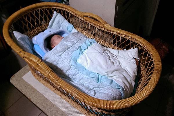 米特,味玩待敘|部落格©MEAT76|台灣美食旅遊親子部落客2015-11【嬰兒床選擇】羕寶寶的第一張嬰兒床真的好難下手啊!LEVANA+BENDI+GARCO+IKEA005.jpg