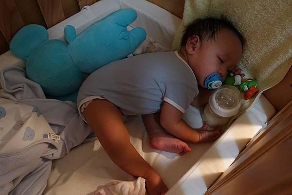 【小寶寶有問題】怕寶寶翹嘴巴?以後難戒奶嘴?奶嘴給不給吃其實應該問寶寶14.JPG