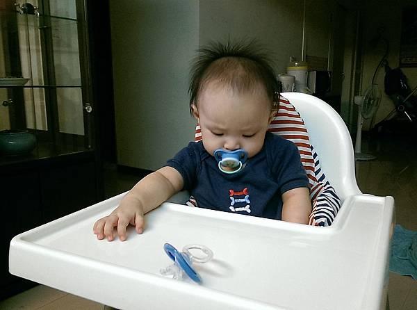 【小寶寶有問題】怕寶寶翹嘴巴?以後難戒奶嘴?奶嘴給不給吃其實應該問寶寶01.jpg