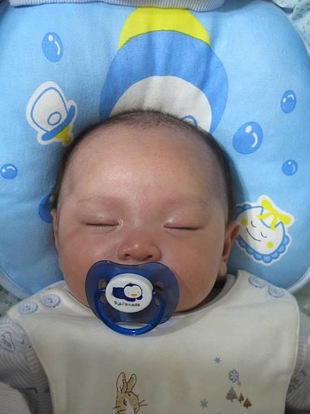 【小寶寶有問題】怕寶寶翹嘴巴?以後難戒奶嘴?奶嘴給不給吃其實應該問寶寶16.JPG